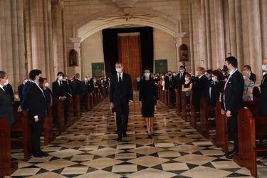Iglesia española realiza misa por las víctimas de coronavirus con la presencia de los reyes de España