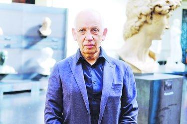 """Fernando Pérez Oyarzún, director Museo Nacional de Bellas Artes: """"Lo más natural sería ampliar el museo hacia el área del MAC"""""""