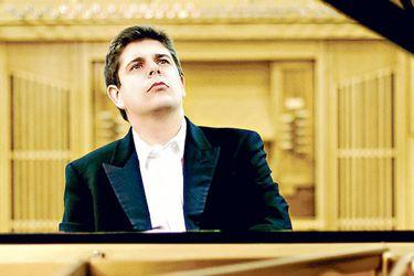 Los hombres del piano en el año musical chileno: de Javier Perianes a András Schiff