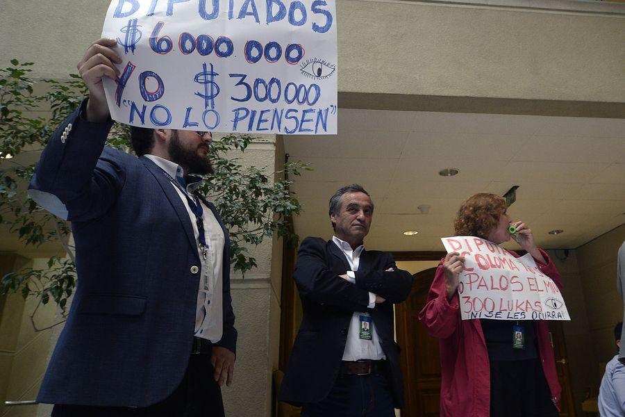Asesores  de Parlamentarios Protestan en la Camara de Diputados