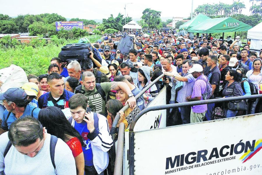 People queue to try to cross into Venezuela from Colombia through the Simon Bolivar international bridge in Cucuta