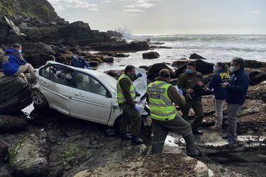Mujer fallece tras caer en su vehículo a roqueríos en Valdivia
