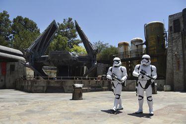 Algunos visitantes de Star Wars: Galaxy's Edge están robando cosas para venderlas