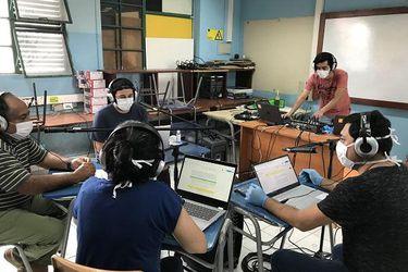 Clases por FM: Una solución de la vieja escuela