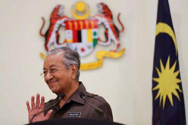 Primer ministro de Malasia presenta su dimisión y su partido abandona el gobierno