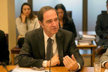 Ministro Larraín afirma que no se realizarán traslados penitenciarios sin examen que descarte presencia de Covid-19