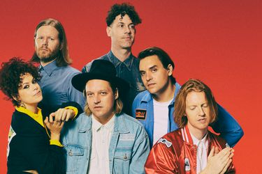 "Ve el video casero de Arcade Fire tocando ""Sprawl II (Mountains beyond mountains)"""
