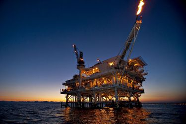 Desplome del petróleo le da otro golpe a la economía mundial