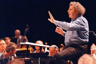 Adiós a Mikis Theodorakis: el prolífico y rebelde compositor que musicalizó a Zorba el Griego, Neruda y Miguel Littín