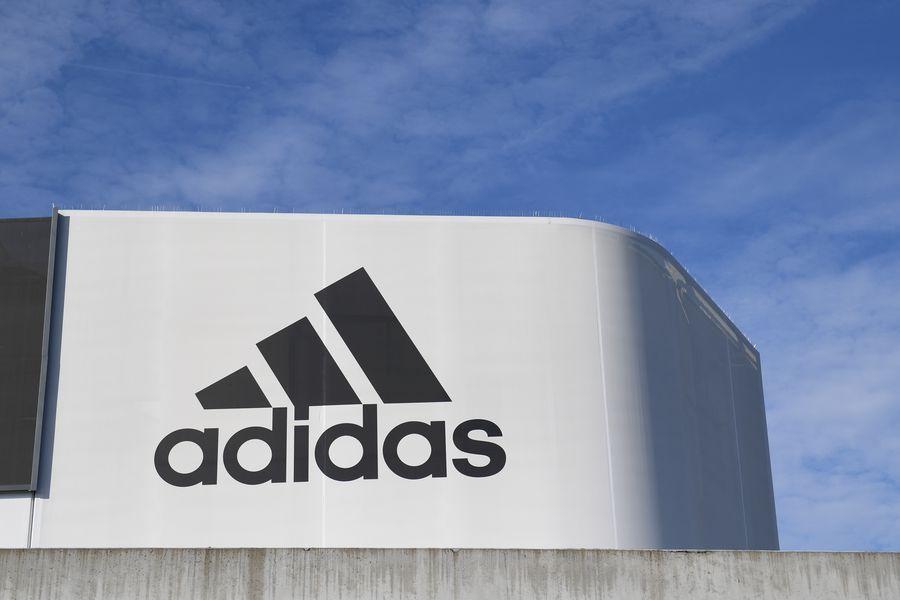 Pagar tributo Ciego Alarmante  Adidas planea vender Reebok y sus acciones saltan en la bolsa alemana - La  Tercera