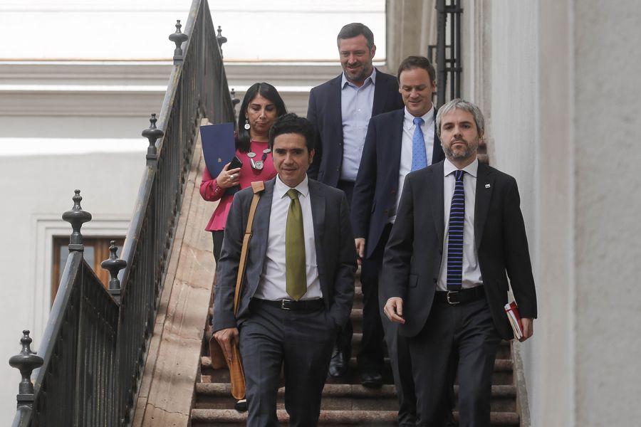 MINISTROS BAJAN A COMITE POLITICO12577