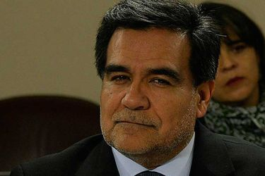 Gobierno decide dejar a Fernando Barraza como director del SII