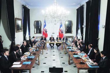 Debuta mesa técnica por jornada laboral y Piñera le pone plazo de ocho semanas