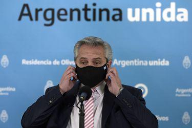 Fernández ingresa presupuesto 2021 y prevé la primera alza del PIB argentino desde 2017