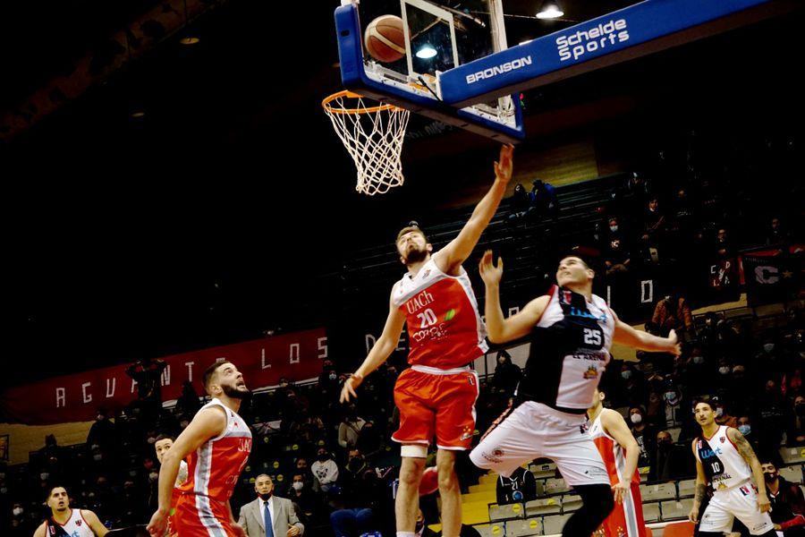 Valdivia se quedó con el primer partido de la final de la Conferencia Sur.
