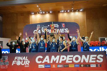 La celebración de los jugadores de Atlético Puerto Varas, tras quedarse con la Copa Chile. FOTO: LNB.