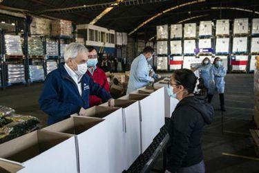 """Piñera responde a críticas al plan """"Alimentos para Chile"""": """"Estoy convencido que estas canastas, si bien no solucionan todos los problemas, van a significar una ayuda"""""""
