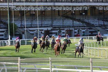 Los caballos llegan primero: dos meses después, volvieron las carreras