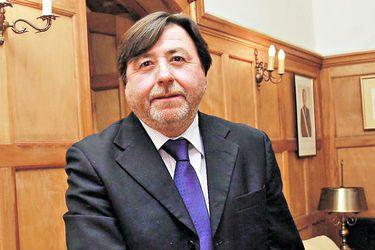 """La advertencia de Ricardo Cifuentes, director de TVN: """"Si las cosas siguen así, es mejor dar un paso al costado"""""""