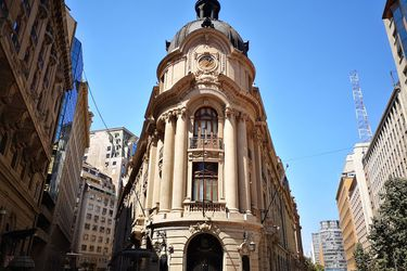 Bolsa de Santiago sube ante expectativas de mayor consumo por retiro de fondos de AFP e inicio de desconfinamientos