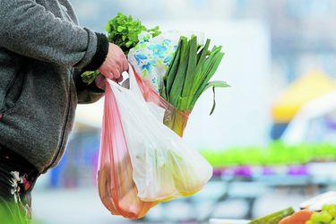 ¿Adiós a las bolsas plásticas? El 3 de agosto dejarán de entregarse en todo tipo de comercios