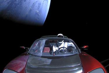 """A dos años de su lanzamiento, el Tesla de Elon Musk y su conductor """"Starman"""" sobrepasan la órbita de Marte"""