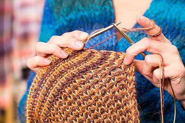 ¿Cómo tejer un chalequito puede ir en ayuda de niños vulnerables?