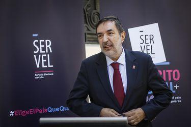 """Presidente del Consejo Directivo del Servel sobre realización del plebiscito: """"Viendo la situación del país, no estamos en condiciones de grandes gastos"""""""