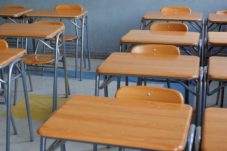 Las salas de clases de las universidades han cerrado durante la pandemia. Ello ha afectado los programas de magíster y doctorado, dentro y fuera de Chile. Por ello, los becarios piden extender las becas por 10 meses.