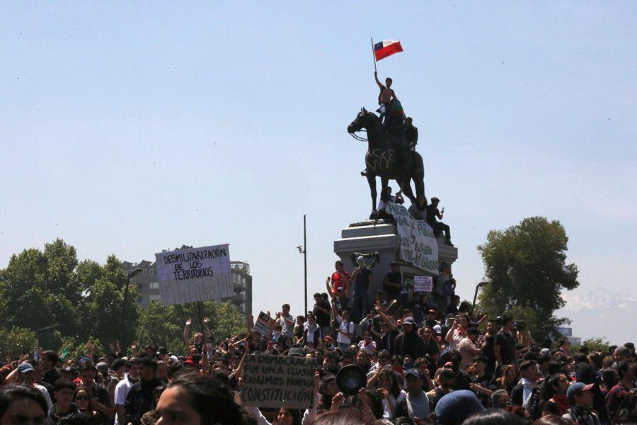Manifestaciones pacificas en Plaza Italia