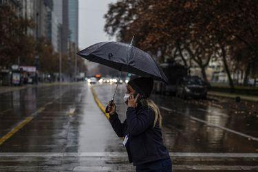 Pese a sistema frontal, climatólogos advierten que inviernos en la zona central serán cada vez más cortos e intensos