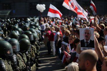 Lukashenko jura un nuevo mandato en Bielorrusia, pero la oposición convoca a más protestas