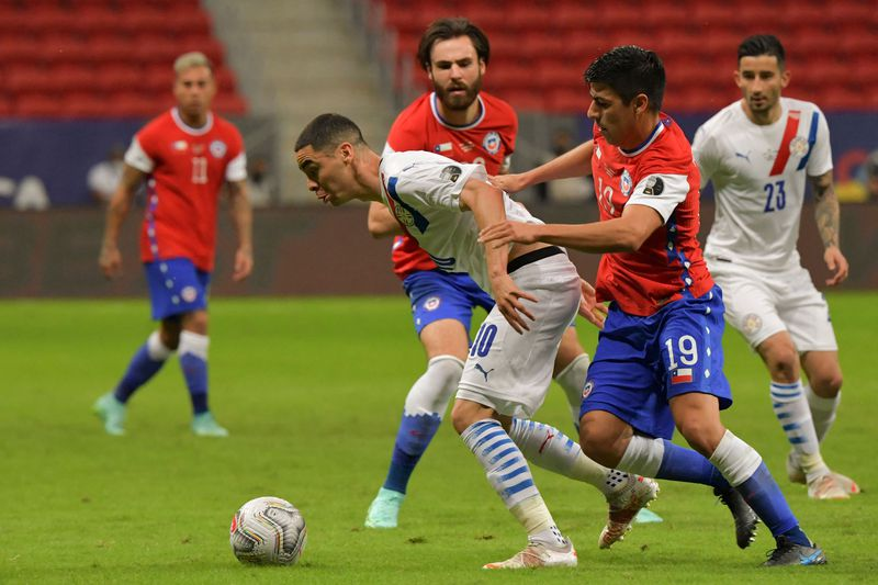 Tomás Alarcón tuvo muchos problemas con Miguel Almirón. No pudo suplir de buena forma a Erick Pulgar.