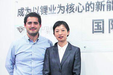 Imagen Tianqi Chengdu Headquarters_Patricio Contesse (Vice Chairman of the Pampa Group) Vivian Wu (President of Tianqi Lithium) SD