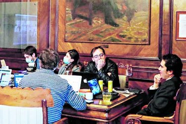 Gobierno pretende pagar Ingreso Familiar de Emergencia este mes y anticipa que deuda superará