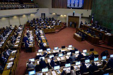 Tras tensa jornada Cámara logra aprobar reforma para aplazar el plebiscito