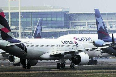 El millonario acuerdo entre LATAM y Sernac que permitirá devolver tasas de embarque a pasajeros que no viajan