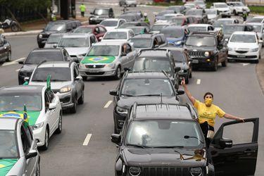 Miles de brasileños salen a las calles para exigir la destitución de Bolsonaro