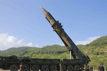 Corea del Norte dispara dos misiles no identificados hacia el Mar de Japón