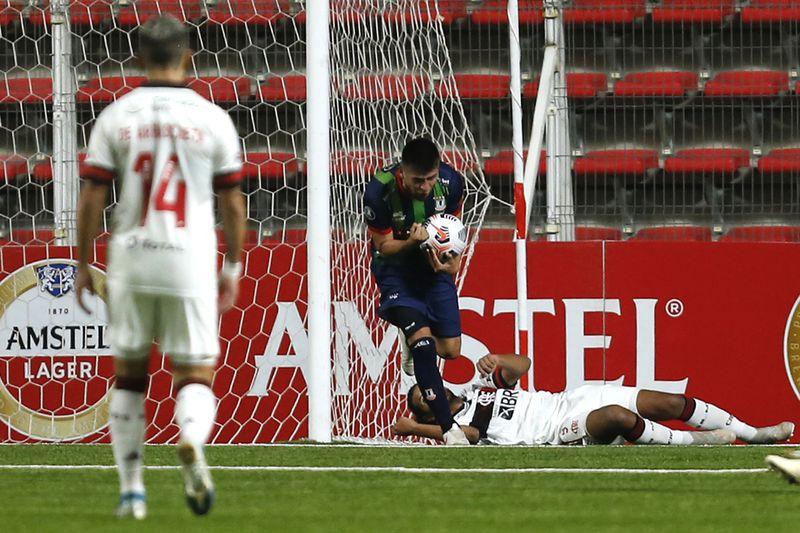 La celebración de Ariel Martínez tras anotar el 1-0 de Unión La Calera frente a Flamengo. FOTO: Agencia Uno.