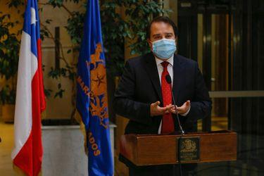 La polémica que generó el diputado Frank Sauerbaum al entregar cajas de mercadería con su cara en Chillán