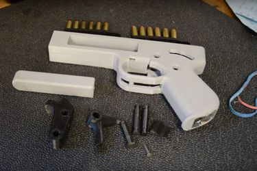 """Diputados advierten por uso de """"armas 3D"""" y presentan proyecto para prohibir su fabricación en Chile"""