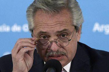 Argentina anuncia que fabricará vacuna de Oxford para toda Latinoamérica