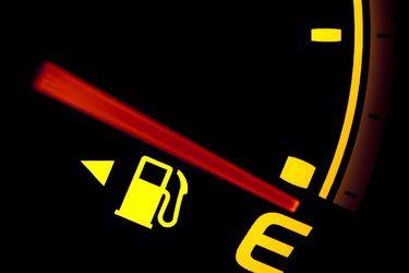 Se me prendió la luz de la bencina... ¿cuántos kilómetros me quedan?