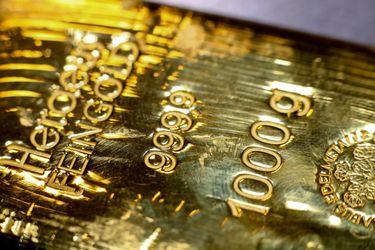 El oro salta por tensiones en torno a Hong Kong, mientras los inversionistas aguardan respuesta EEUU a China