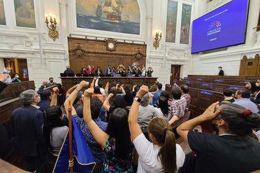 Convención abre debate constitucional en jornada marcada por el aniversario del 18-O: Se intensifican tratativas para coordinar comisiones