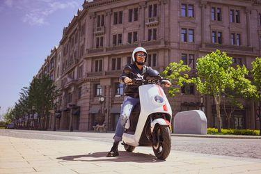 NIU abre su primer local en Chile ofreciendo motos eléctricas que gastan $ 3.000 al mes