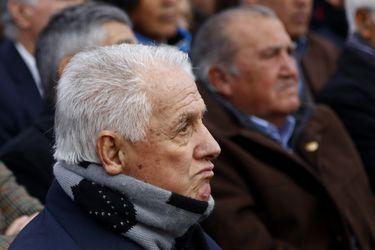 Leonel Sánchez es hospitalizado tras sufrir una caída en su hogar