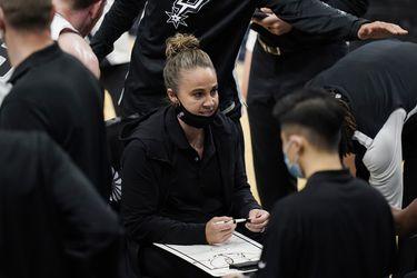 Becky Hammon se transforma en la primera mujer en dirigir en la NBA