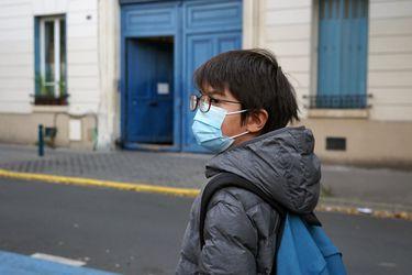 Médicos estudian si Covid-19 se está volviendo más grave en niños